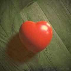 wapdramaeffect red heart greyscale woodgrain