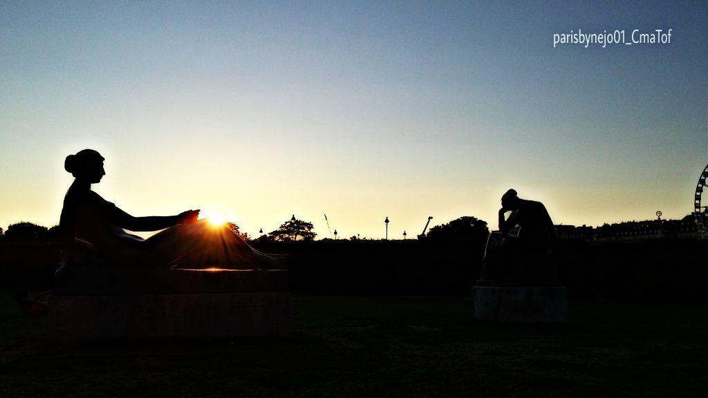 #parisbynejo01 #parisbynejo01_cmatof #cmatof #paris #picsart #couchédesoleil #sunset #sun #soleil #éclat #mystik #rayon #silhouette #statue #hdr2 #hdr2filter #photos #pictures #gallery #fotografie #fotografia #foto #photography #photographia