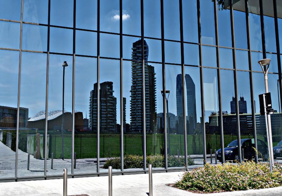 #riflesso #specchio #palazzo  #milano #grattacielo