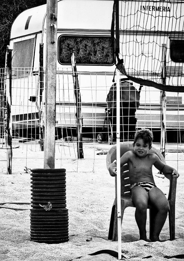 Buona domenica pic's friend #sea #beach #child #happy #blackandwhite #holyday #summer